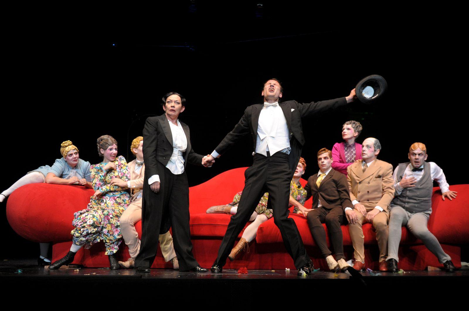 EINMALIGE VERWENDUNG Der Raub der Sabinerinnen / Thalia Theater