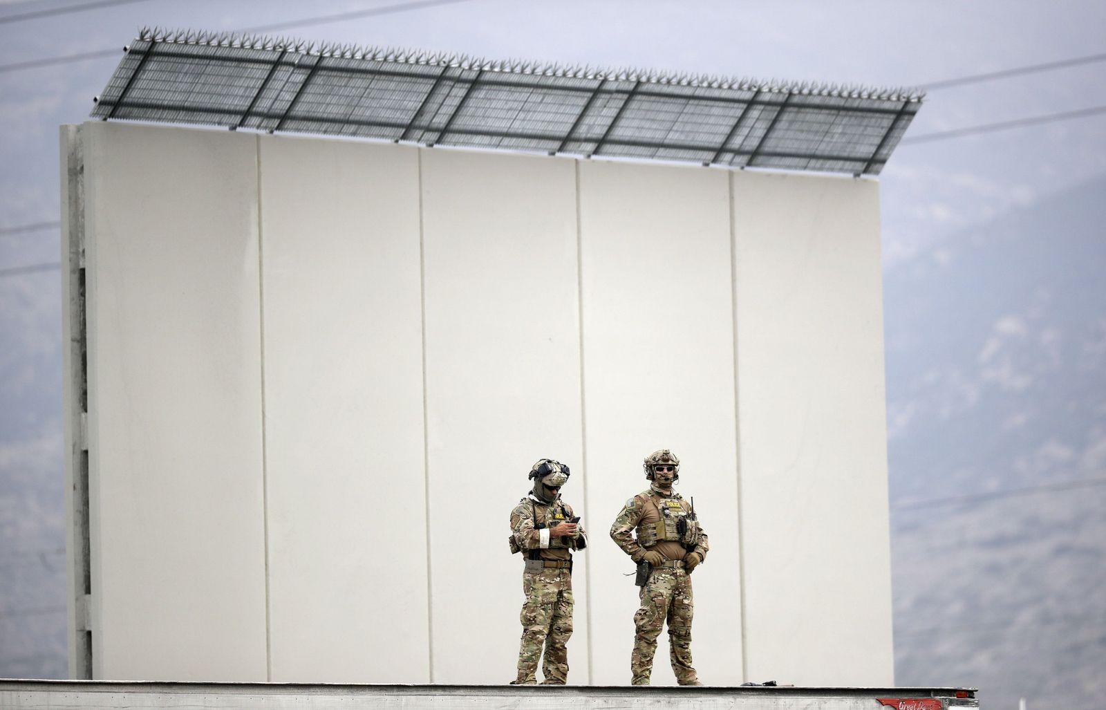 Prototypen von Trumps Mauer zu Mexiko