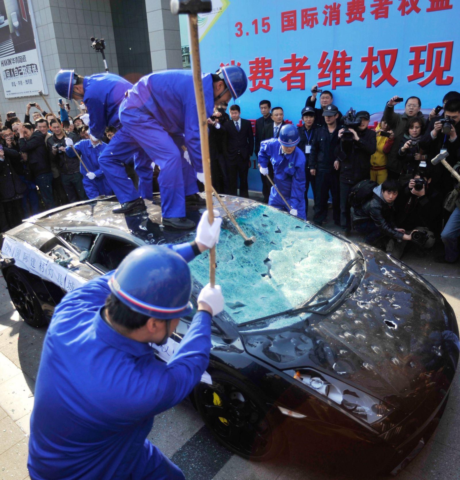 Lamborghini wird zerstört / China