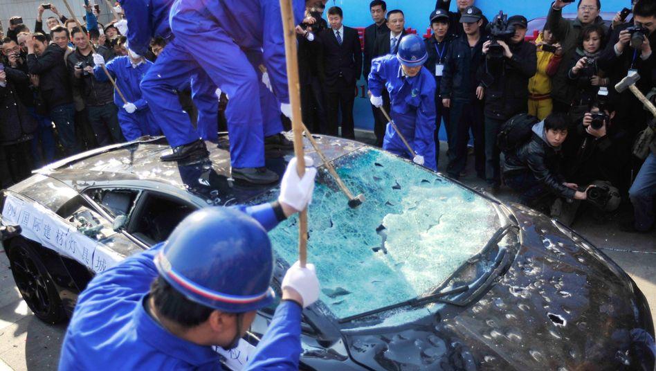 Chinesen zerstören 2011 einen Lamborghini aus Ärger wegen Fehlern