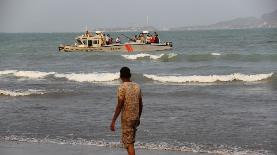 Jemenitischer Soldat und Boot der Küstenwache nahe Aden (Archivbild)