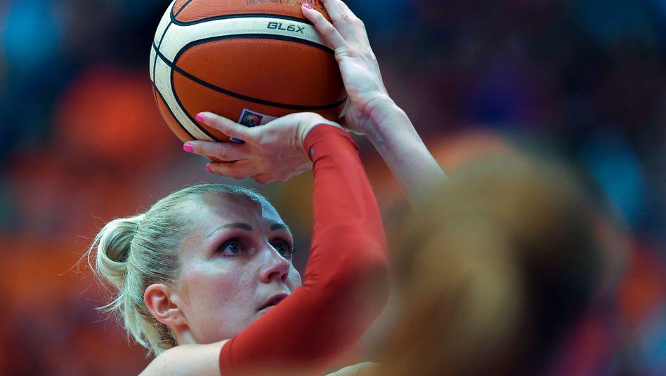 Yelena Leuchanka bei der Basketball-EM 2015