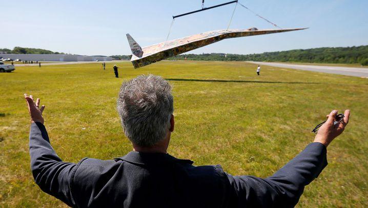 Angeblich größter Papierflieger: Kein echtes Flugzeug