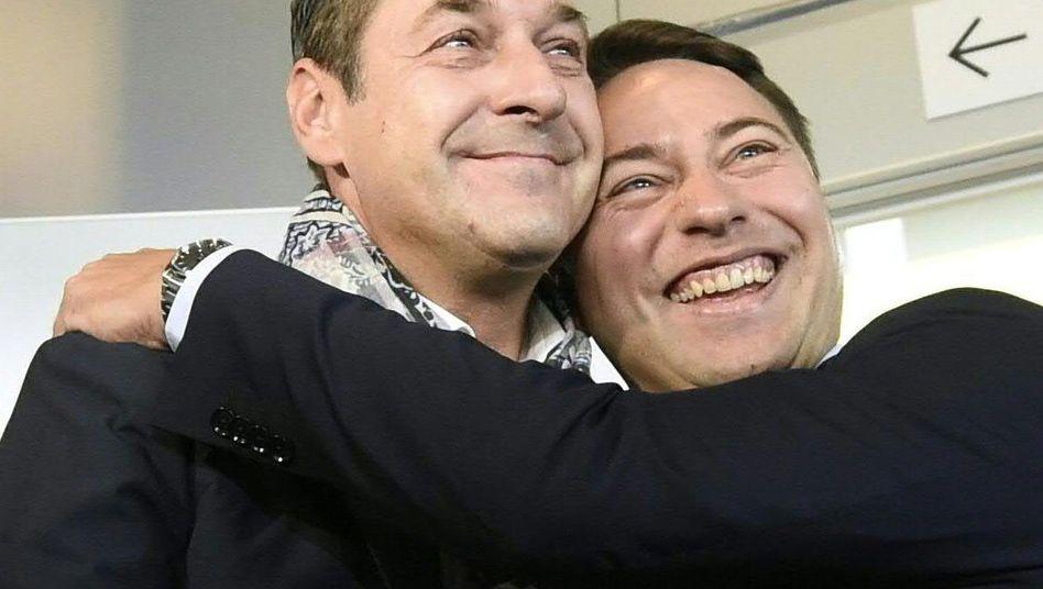 FPÖ-Chef Strache und Parteifreund Haimbuchner: Erfolg in Oberösterreich