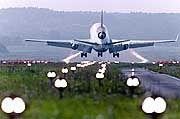 Landendes Flugzeug: Flucht als einziger Ausweg frustrierter Beamter
