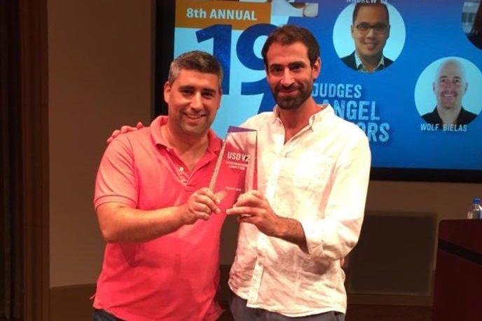 Die Start-up-Gründer Frederico Bello und Nicolas Pereyra bei einer Preisverleihung an der Universität von San Diego