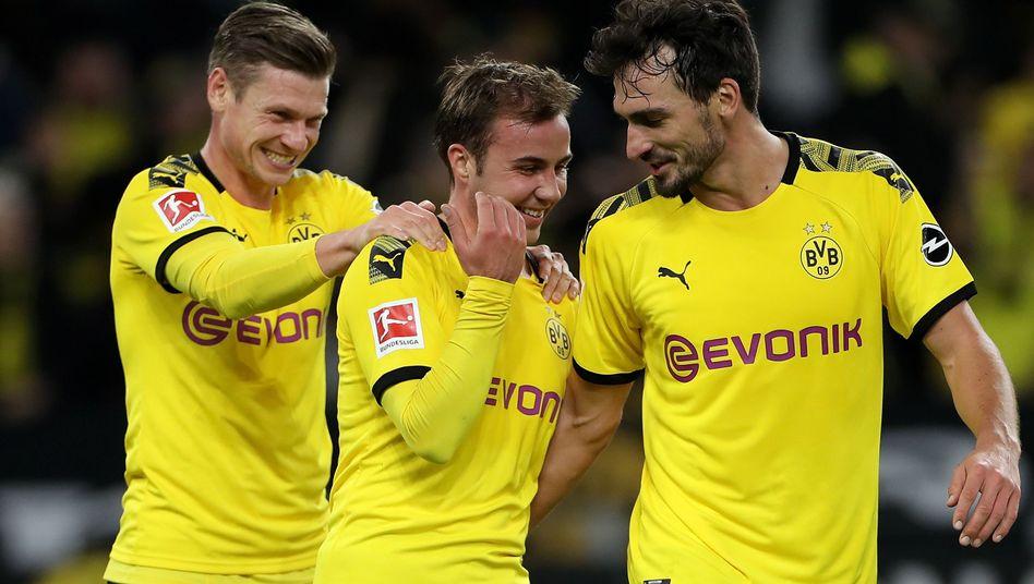 Mario Götze (Mitte) erzielte gegen Wolfsburg seinen zweiten Saisontreffer