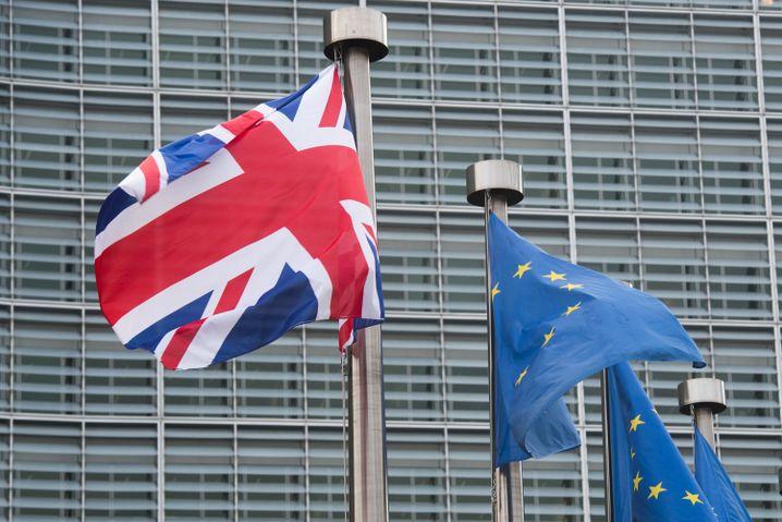Die Fahnen Großbritanniens und der EU