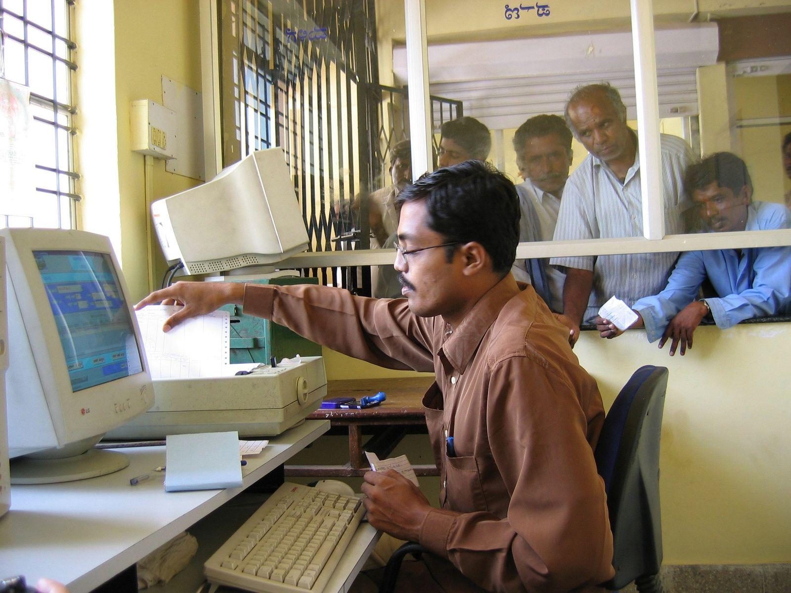 Indien/ Beamte/ Computer