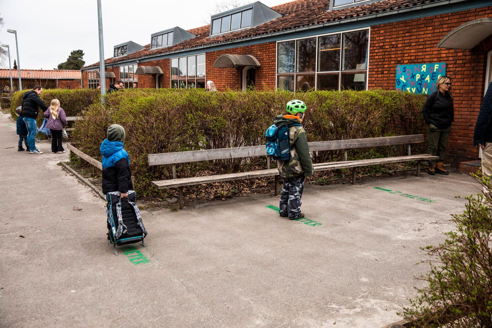 Stengaard Skole i Gladsaxe Kommune modtager de foerste elever efter genaabningen, onsdag den 15. april 2020.. , Denmark