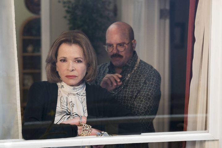 Lucille Bluth mit ihrem Schwiegersohn Tobias Fünke (David Cross): »Inspirierendste Sitcom«