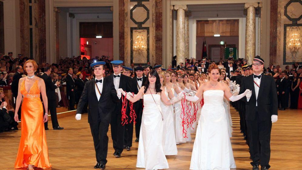 Ball der Burschenschafter: Protest auf Wiener Hofburg