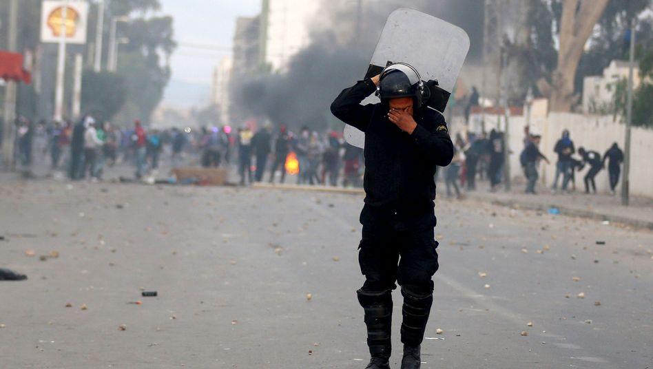 Zusammenstöße in Kasserine: Premier Essid reist in die Protesthochburg