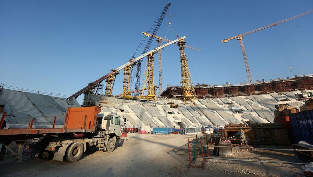 Arbeiter auf WM-Baustellen: Zwischen Ausbeutung und Ignoranz