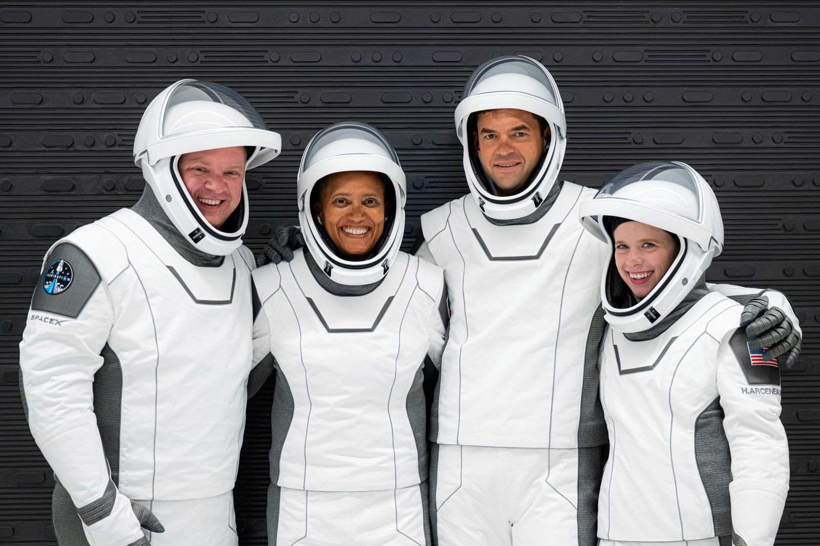 Weltraumtourismus: Inspiration4 - Suited up for launch rehearsal