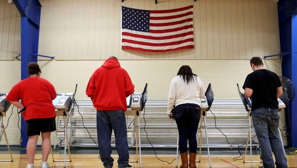 Elyria, Ohio: Wähler geben bei der Präsidentschaftswahl 2016 ihre Stimme ab
