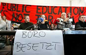 Studenten im Flierl-Büro: Demonstrieren und Campieren