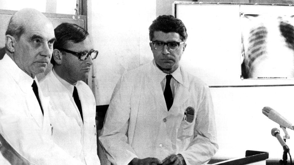 Die Münchner Chirurgen Rudolf Zenker, Werner Rudolph und Werner Klinner (v.l.n.r.)