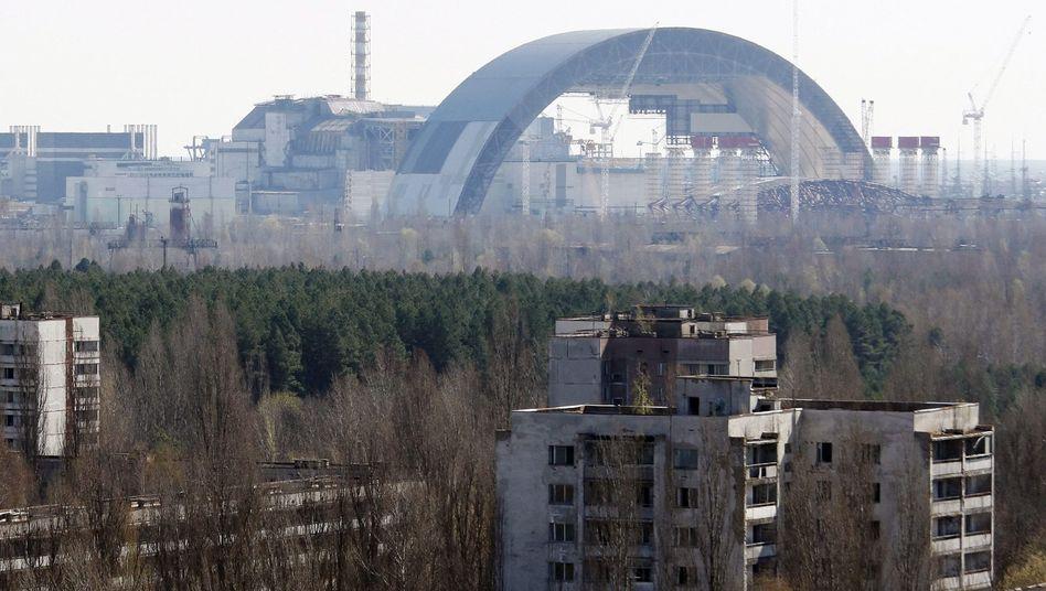 Bau der neuen Schutzhülle für den Unglücks-Meiler in Tschernobyl