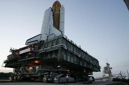 """Space Shuttle """"Discovery"""" auf dem Weg zur Startrampe: Neustart unter Schwierigkeiten"""