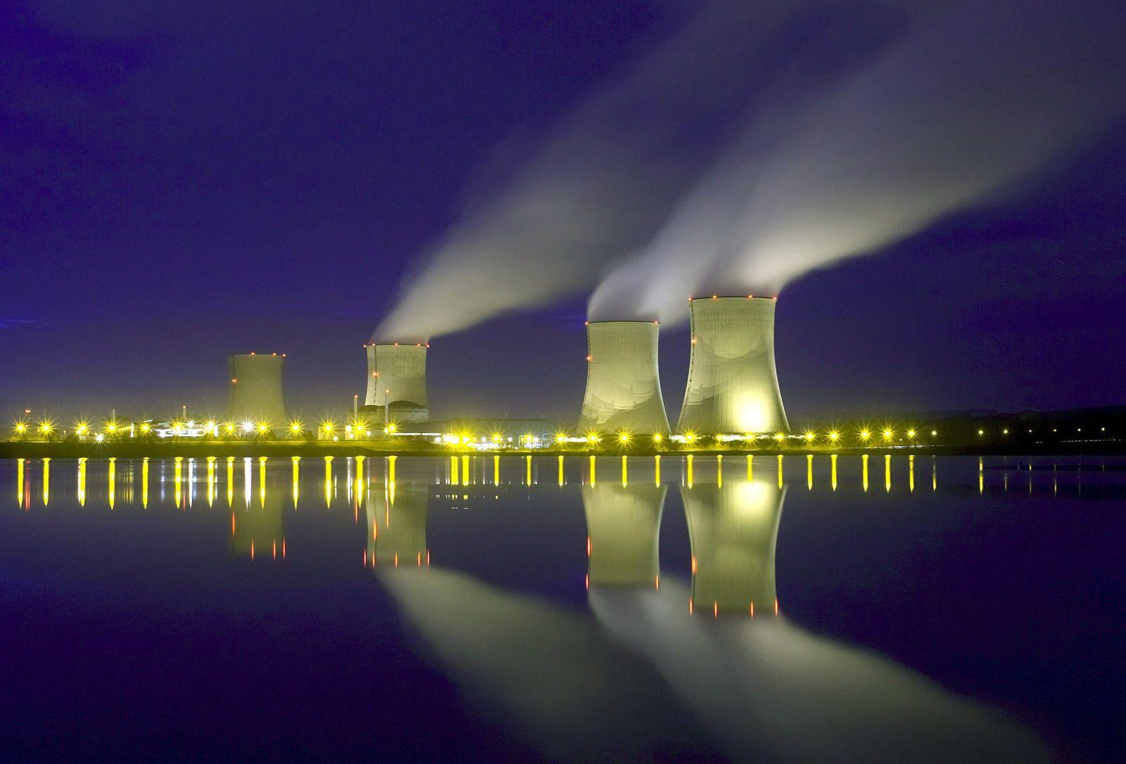 Elektroauto / Atomkraftwerk