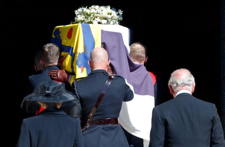 Prinz Philips Sarg bei der Trauerfeier am 17. April