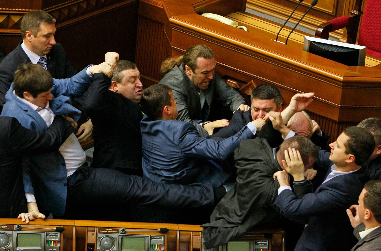Parlament/ Kampf