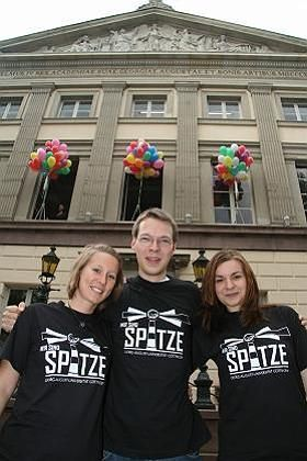 "Jubelnde Göttinger ""Elite""-Studenten (im Oktober 2007): Spitzenplatz bei der Exzellenzinitiative"