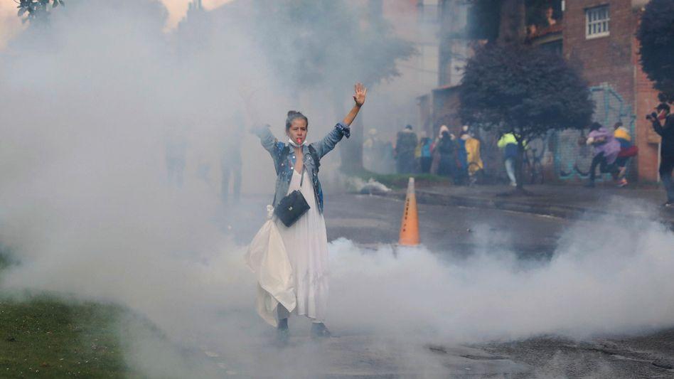 Demonstrantin in Bogotá: Abgestürzte Mittelschicht, Frust über den Lockdown und ein gescheiterter Friedensprozess