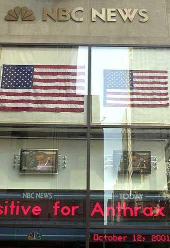 Thema der eigenen Schlagzeilen: Ein NBC-Laufband berichtet von dem Milzbrandfall