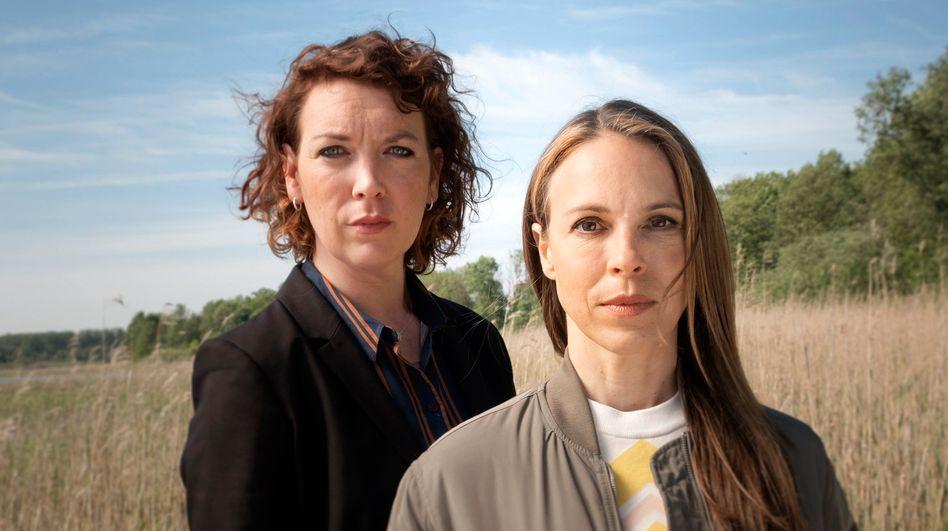 Lina Beckmann (li.) wird mit Anneke Kim Sarnau in Rostock ermitteln.