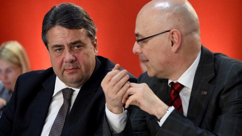 SPD-Chef Gabriel (l.), Schleswig-Holsteins Ministerpräsident Albig: Die SPD ist keine Volkspartei mehr