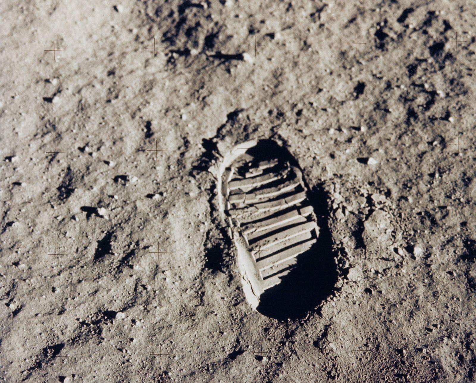 Mond: erster Stiefelabdruck