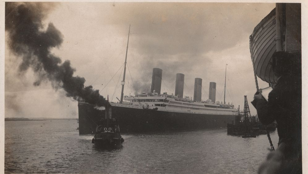 Ein Hafenidyll, kurz vor dem Untergang: Ist das die »Titanic« – oder doch die »Olympic«?