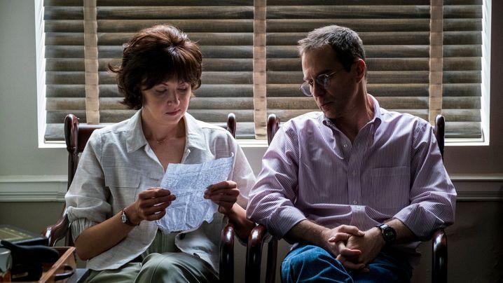 Sam Rockwell als Jewells Rechtsanwalt Watson Bryant, Nina Arianda als Bryants Assistentin Nadya: 88 Tage Odyssee