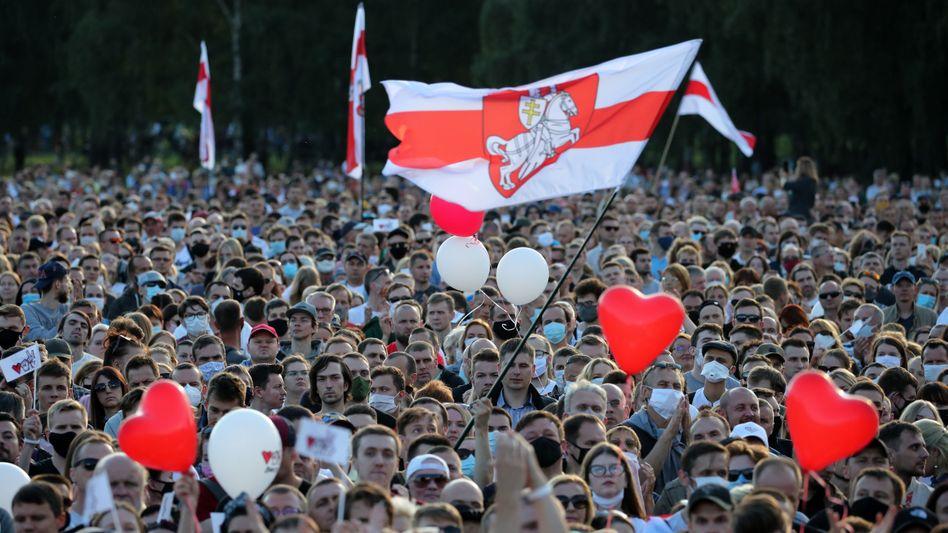 Zehntausende Anhänger der Opposition in Minsk