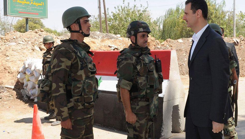 Syriens Präsident Assad (rechts): Offiziere drängten auf Einsatz von Giftgas