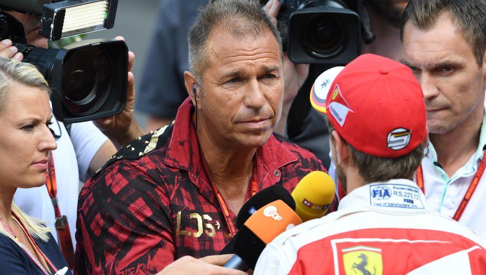 Reporter Kai Ebel (M.), hier im Gespräch mit Fahrer Sebastian Vettel, ist das Gesicht der Formel 1 bei RTL