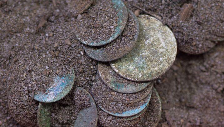 Schatzfund: 1000 Münzen in Felsspalte