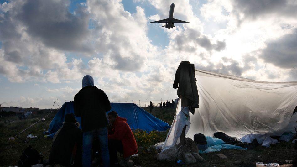 """Flüchtlinge auf der Insel Lampedusa (März 2011): """"Unmenschliche Behandlung"""""""