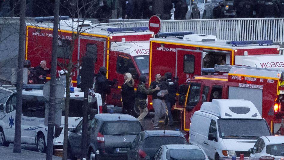 Szenerie vor dem jüdischen Supermarkt in Paris: Der Geiselnehmer ist tot
