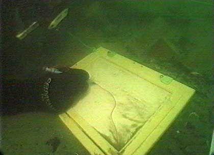 Mit Graphitstift und wasserfestem Papier: Zeichnungen dokumentieren die Unterwasserfunde