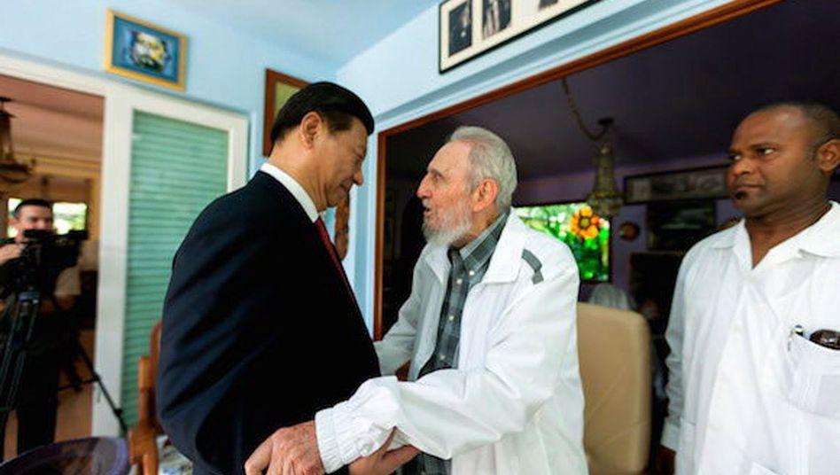Chinas Staatschef Xi beim Treffen mit Fidel Castro: Geld für Kuba im Gepäck