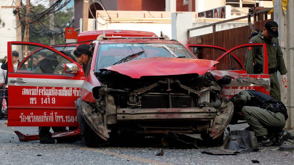 """Von der Explosion beschädigtes Auto in Bangkok: """"Macht kein größeres Ding daraus"""""""