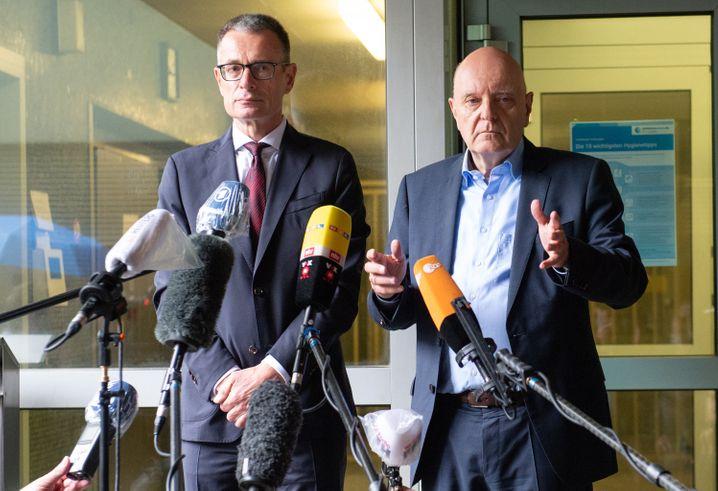 Holger Matt, Anwalt der Familie Lübcke, und Dirk Metz, Sprecher der Familie: »Sie sind fassungslos«
