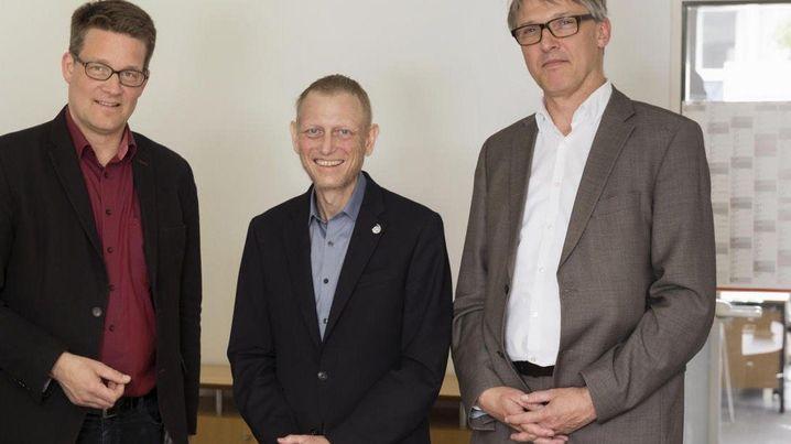 Video (2:38) Unterwegs mit Jimmy Schulz SPIEGEL-Redakteur Christoph Schult hat FDP-Politiker Jimmy Schulz in den vergangenen Wochen begleitet. Sehen Sie im Video, was ihn am meisten an dem schwer kranken Politiker beeindruckt hat.