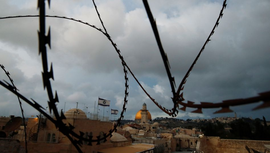 Zankapfel Jerusalem: Israelische Fahnen wehen in Sichtweite des Felsendoms, einer heiligen Stätte des Islam