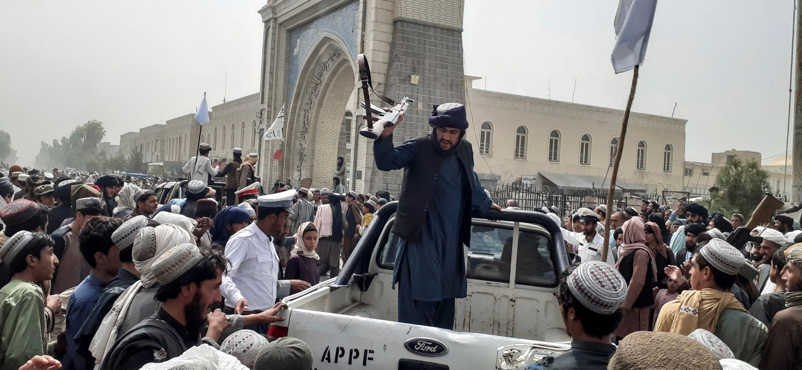 Taliban's director for Media and culture talks with journalists after former Governor surrendered
