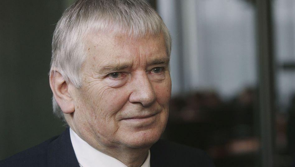 Ex-Innenminister Schily: Schutzpatron der Regierung
