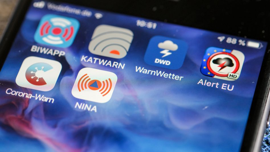 Verschiedene Warn-Apps auf einem Smartphone